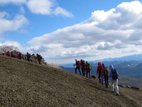 唯一の小浅間登山経験のあるKさんが急遽リーダーになり皆を率いました