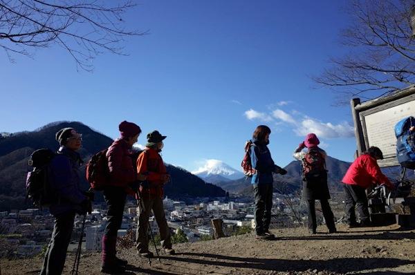 富士山が登山開始を見守る